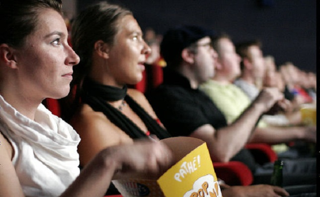 映画館とポップコーン