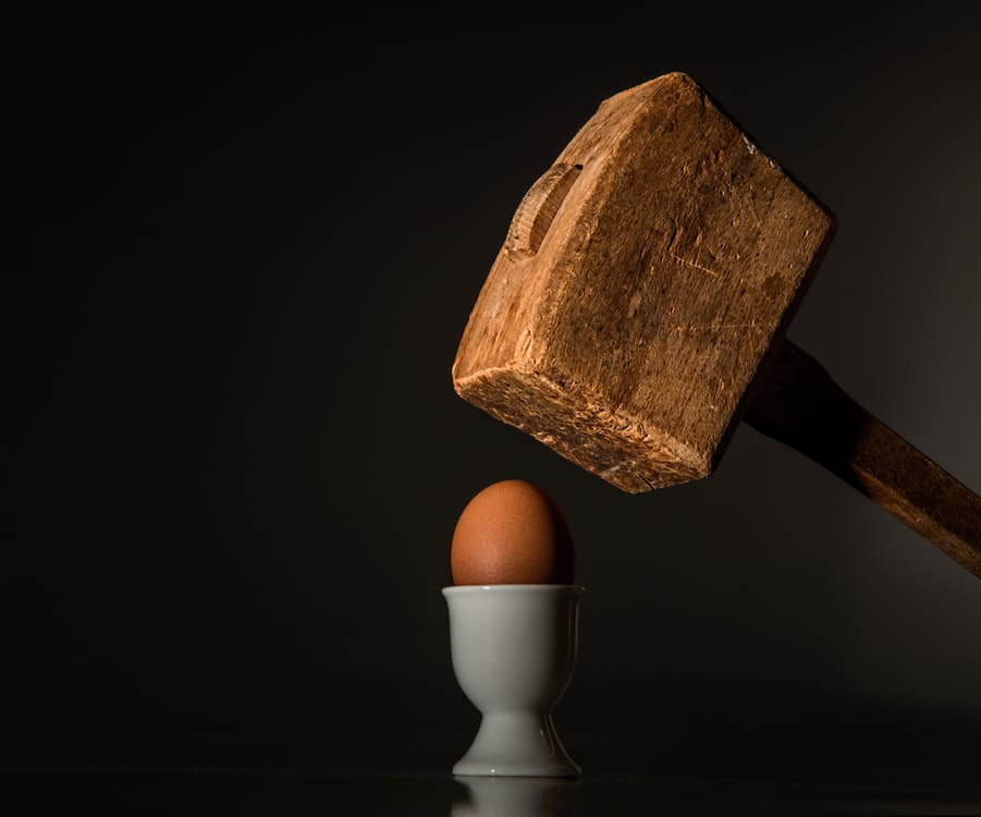 egg-hammer-threaten-violence-40721
